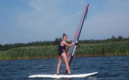 obóz sportowy z windsurfingiem